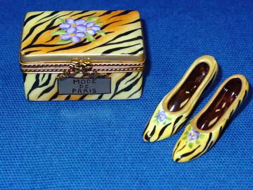 TIGER SHOE BOX W/ SHOES